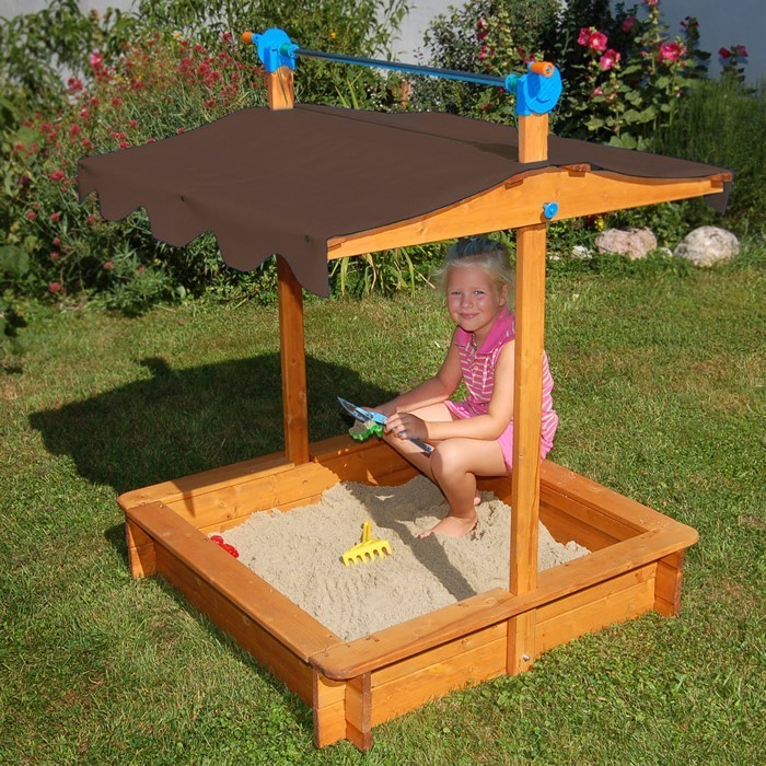 sandkasten-selber-bauen-ein-Sandkasten-aus-helles-Holz