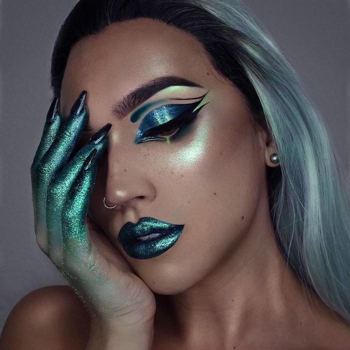 Meerjungfrau schminken für Halloween, grüner Lippenstift und Lidschatten mit Glitzer, grüne Haare