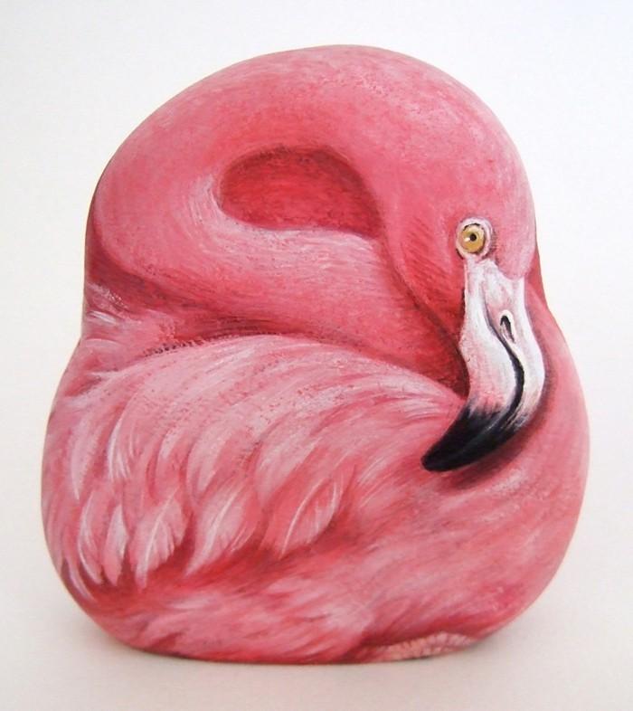 steine-bemalen-flamingo-auf-einen-stein-malen