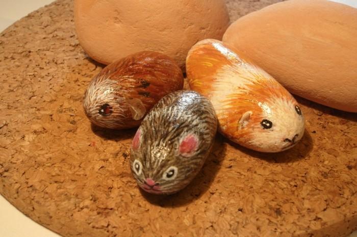 steine-bemalen-mäuschen-auf-steine-malen