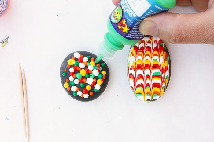 steine-bemalen-sie-brauchen-Öl-oder Acrylfarben