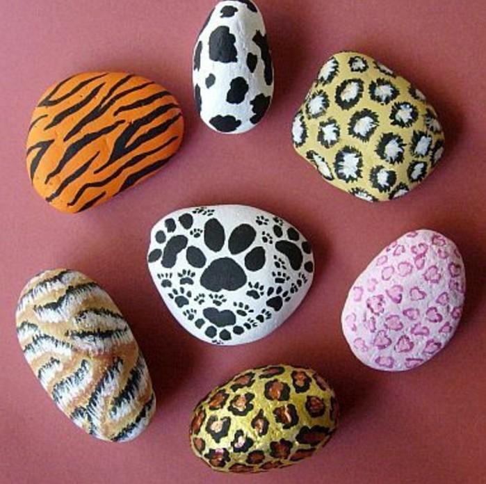 steine-bemalen-steine-mit-stilisierten-wildlife-motiven