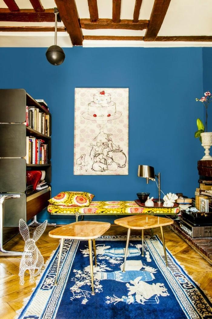 super-interessante-wandfarben-vorschläge-blaue-wandgestaltung-und-teppich