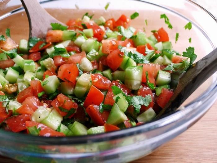 detox-entgiftung-tomaten-gurken-salat-petersillie