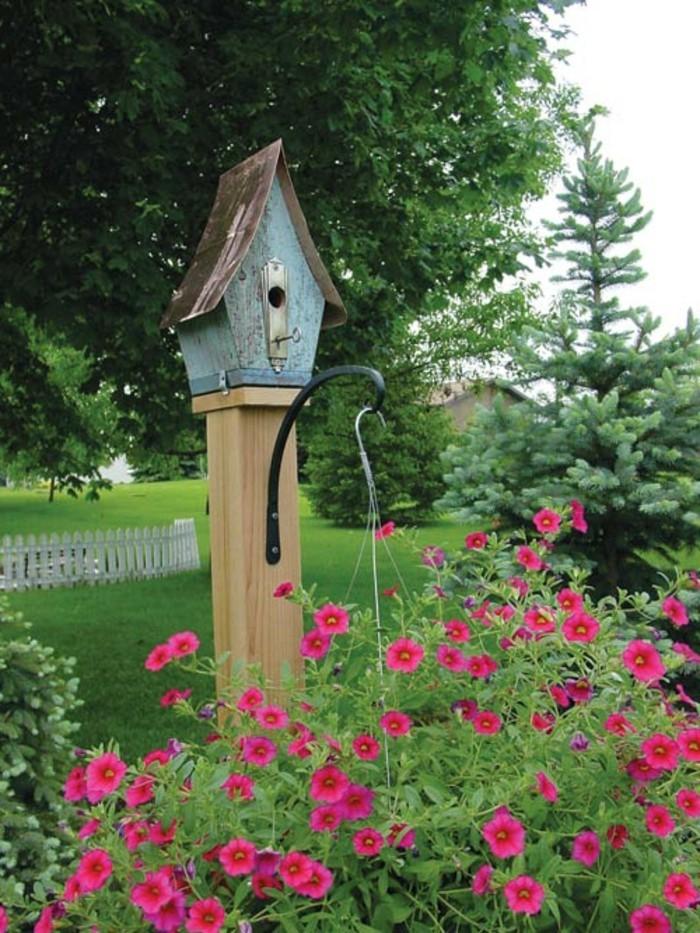 vogelfutterhaus-selber-bauen-mit-einem-vogelhaus-kann-man-jeden-garten-verschönern