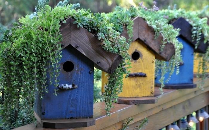vogelfutterhaus-selber-bauen-mit-hilfe-eines-vogelhauses-kann-man-den-ganzen-garten-verschönern