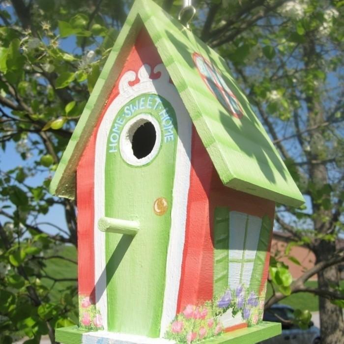 vogelfutterhaus-selber-bauen-noch-ein-sympathisches-vogellfutterhaus