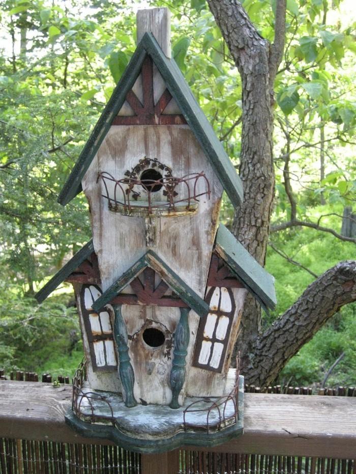 vogelfutterhaus-selber-bauen-noch-eine-gute-idee-für-ein-kleines-häuschen