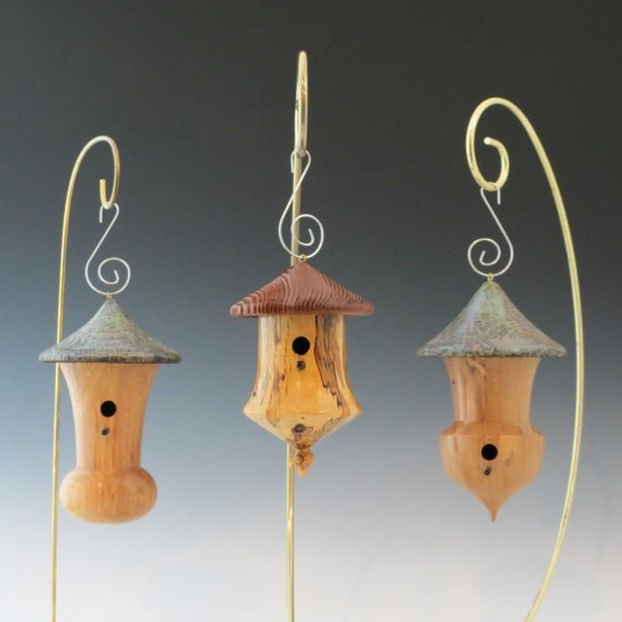 vogelfutterhaus-selber-bauen-solche-vogelhäuser-verschönern-den-garten
