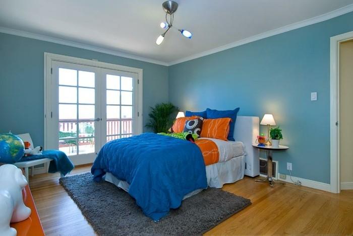 wände-verzieren-blaue-wandfarbe-im-gemütlichen-schlafzimmer