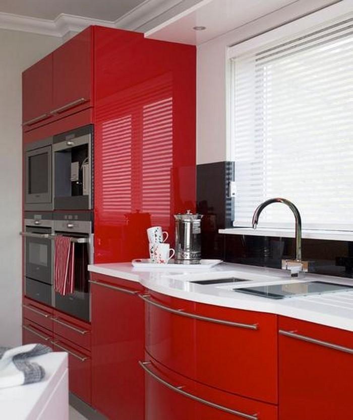wunderschöne-küchendeko-mit-einen-roten-Akzent