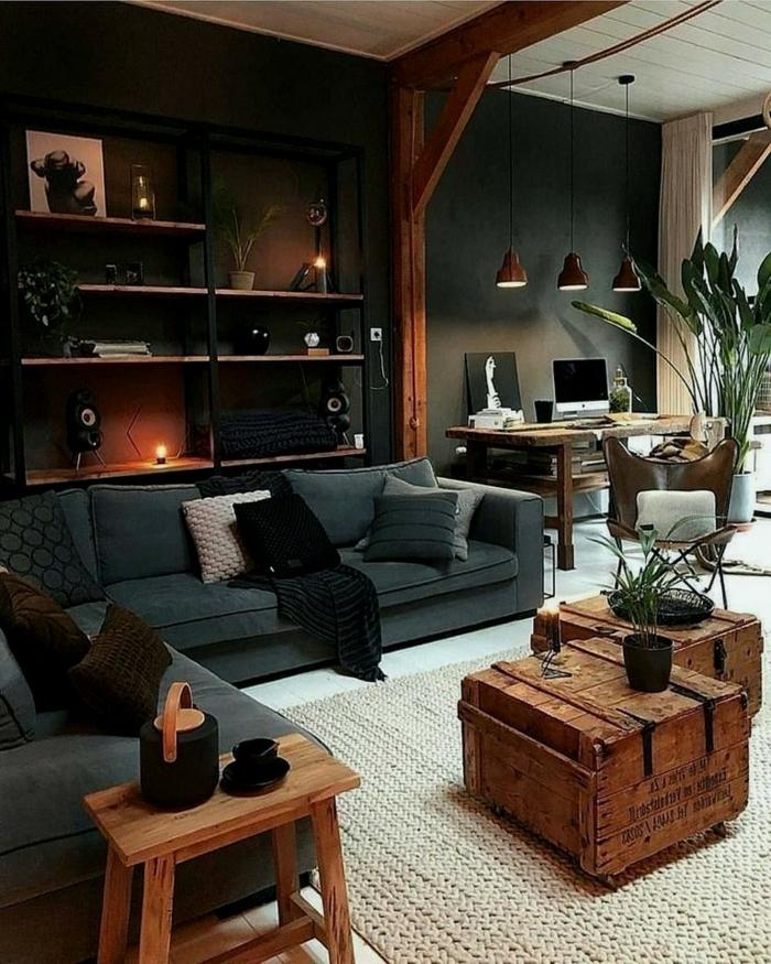 Industrial chic Stil der Wohnung, sichtbare Balken, Kisten als Tische, Pflanzen, Wohnzimmereinrichtungen, Lampen aus Metall
