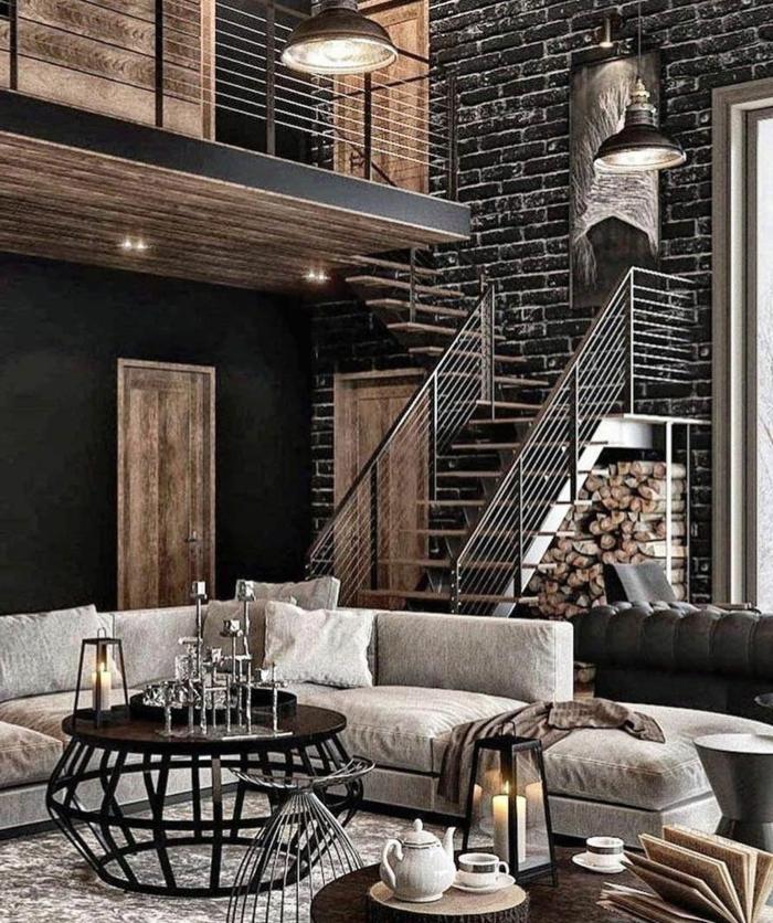 Wohnzimmer einrichten Beispiele, Backsteinmauer in schwarz, Lampen aus Metall, Türe aus Holz