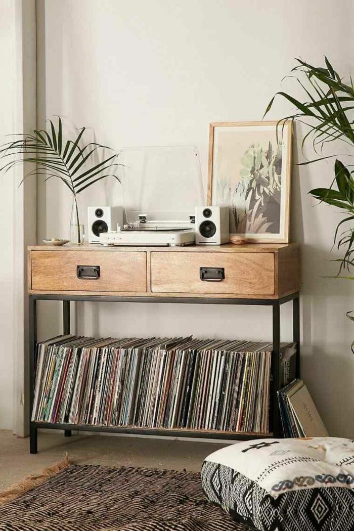 Dekorationsideen für ein Wohnzimmer, Wohnzimmer einrichten Beispiele, Plattenspieler und Schallplatten