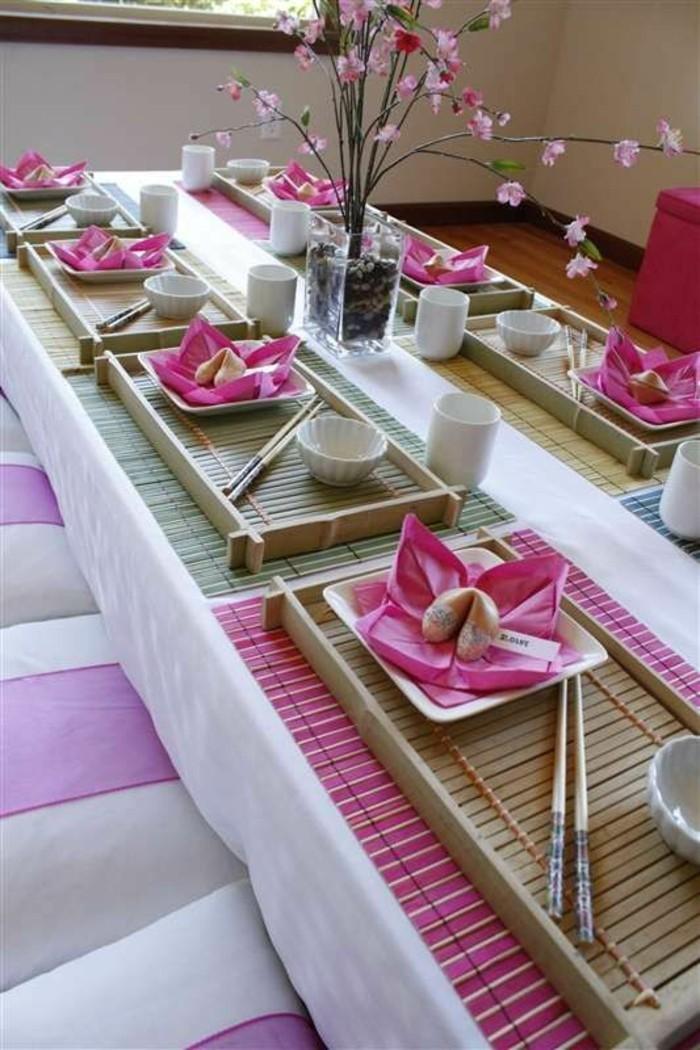 Asiatische-Tischdeko-mit-kleinen-Essstäbchen