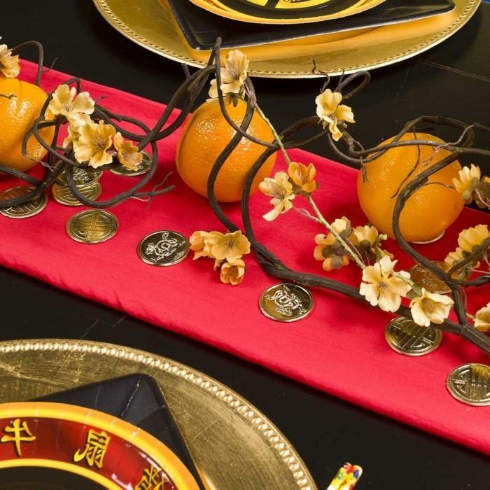 Asiatische-Tischdekoration-mit-chinesischen-Münzen