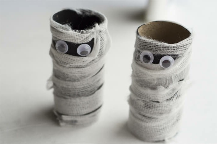 Basteln-mit-Kindern-zwei-Mumien