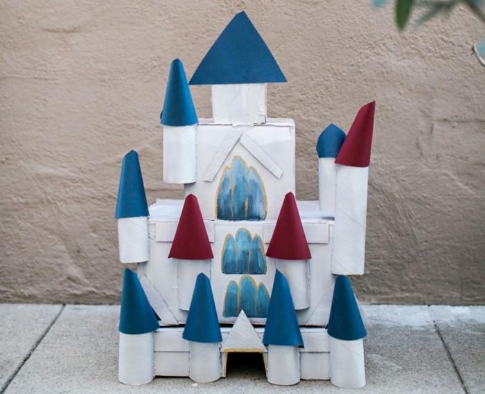 Basteln-mit-Klopapierrollen-ein-Schloss
