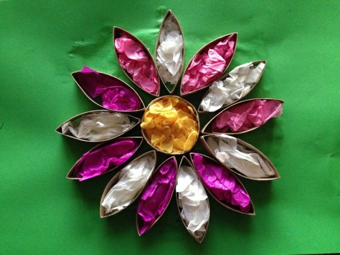Basteln-mit-Klopapierrollen-eine-Blume