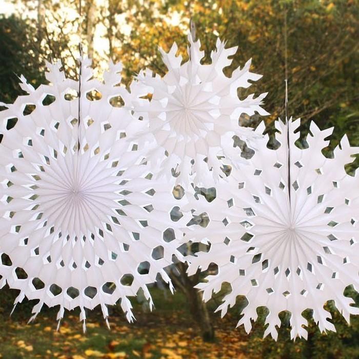 Paper Tissue Snowflake Christmas Decorations By Pearl And: Basteln Mit Papier: Weihnachtsdeko Aus Papier Kreieren