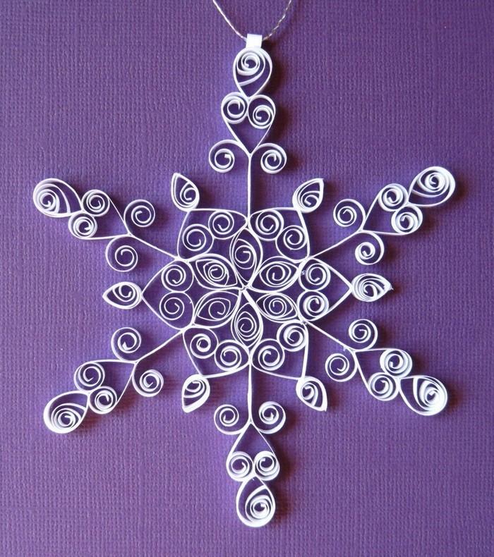 basteln mit papier weihnachtsdeko aus papier kreieren. Black Bedroom Furniture Sets. Home Design Ideas