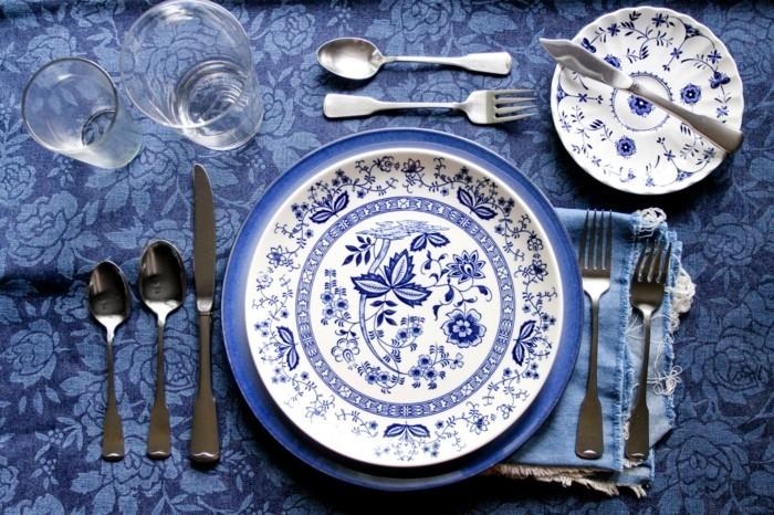 Bilder-Tischdeko-in-blauer-Farbe