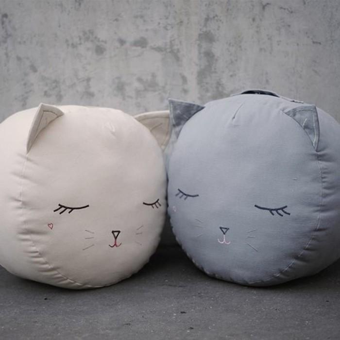 Deko-für-Kinderzimmer-zwei-Katzen