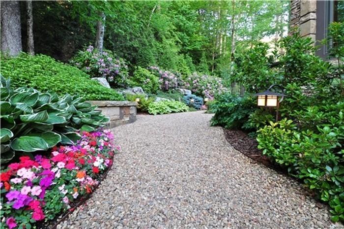 Gartenwege-gestalten-Ein-verblüffendes-Design