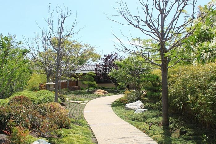 Gartenwege-gestalten-Ein-verblüffendes-Exterieur