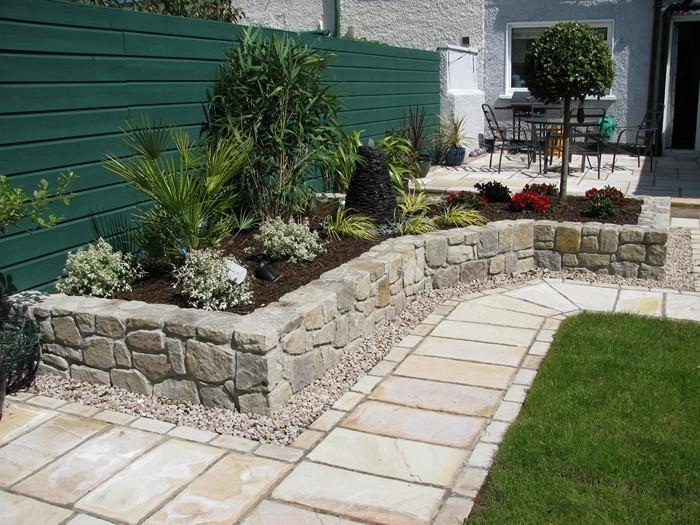 Gartenwege-gestalten-Eine-außergewöhnliche-Atmosphäre