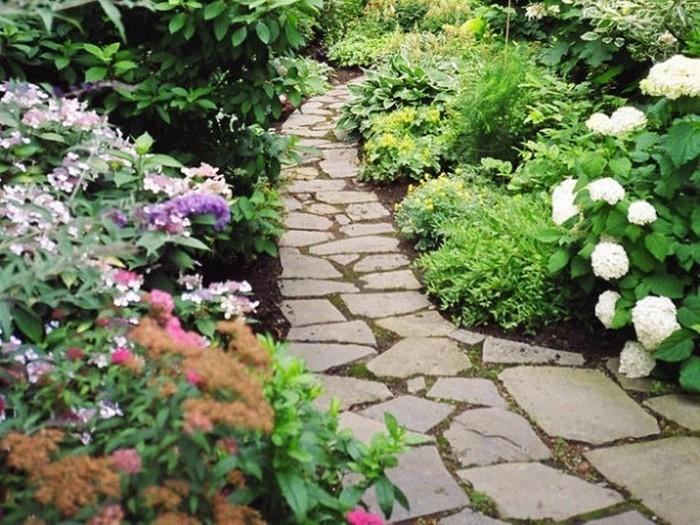 Gartenwege-gestalten-Eine-auffällige-Atmosphäre