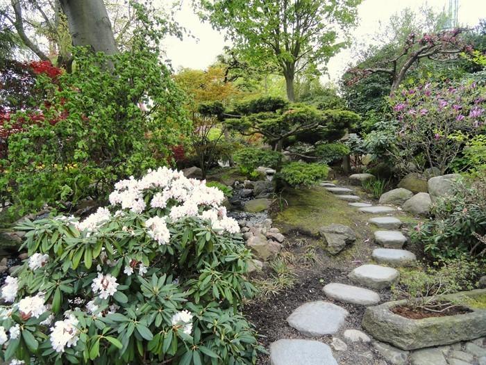 Gartenwege-gestalten-Eine-auffällige-Ausstrahlung