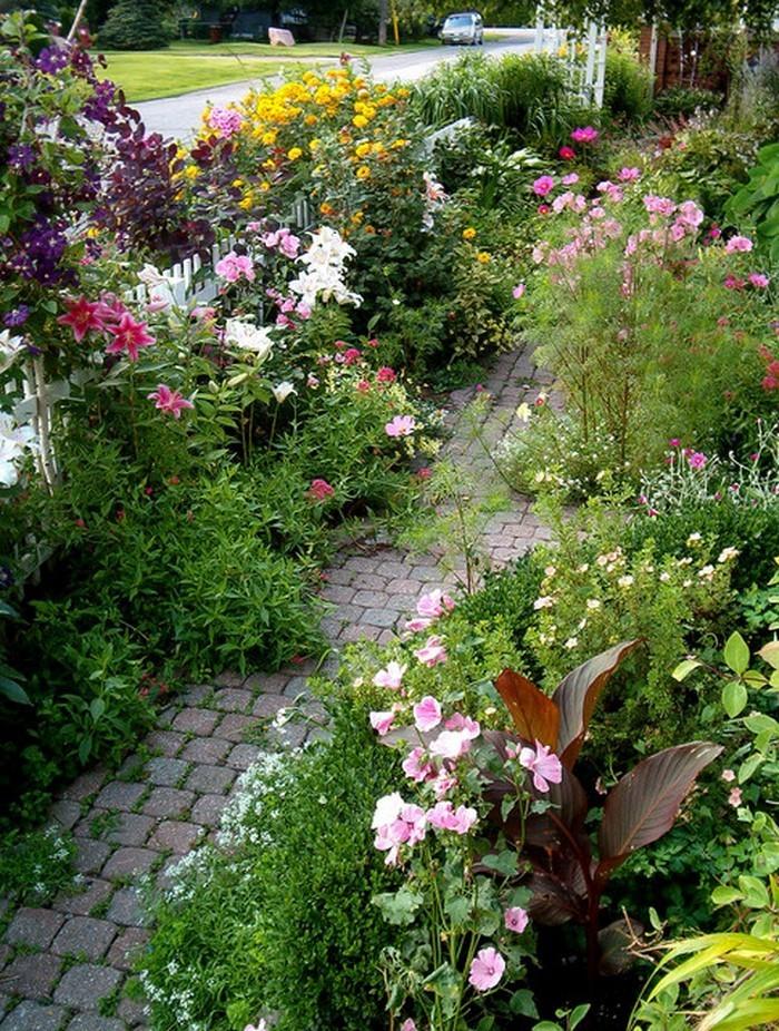 Gartenwege-gestalten-Eine-auffällige-Gestaltung