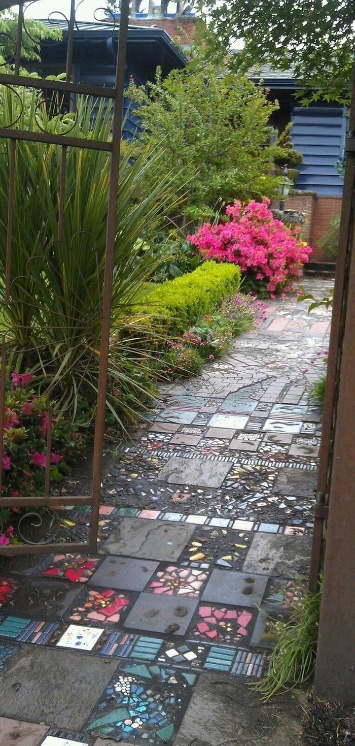 Gartenwege-gestalten-Eine-coole-Atmosphäre