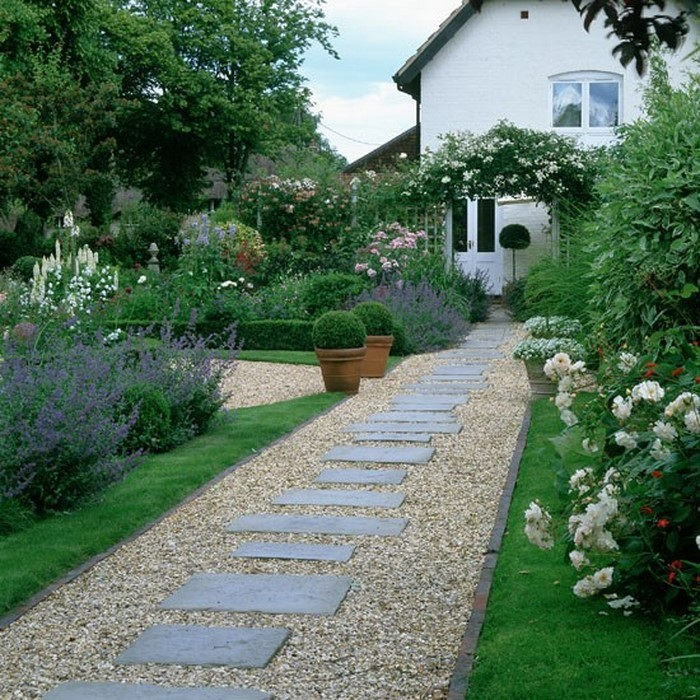 Gartenwege-gestalten-Eine-coole-Dekoration