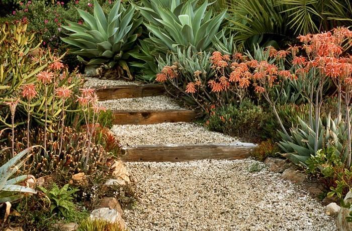 Gartenwege-gestalten-Eine-kreative-Entscheidung
