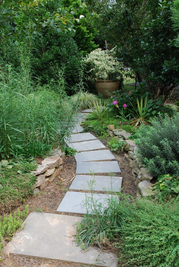 Gartenwege-gestalten-Eine-moderne-Ausstrahlung