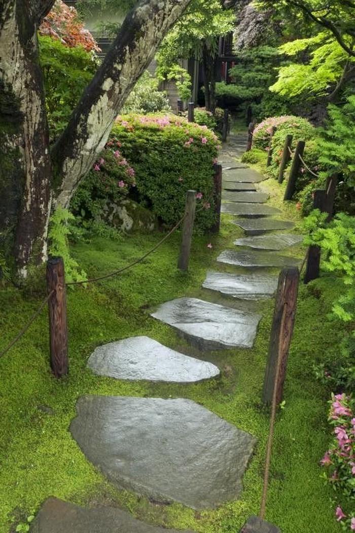 Gartenwege-gestalten-Eine-super-Deko