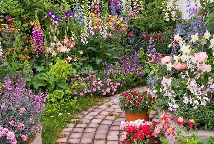 Gartenwege-gestalten-Eine-super-Dekoration