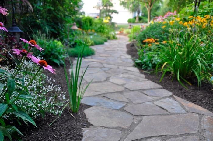 Gartenwege-gestalten-Eine-tolle-Ausstrahlung