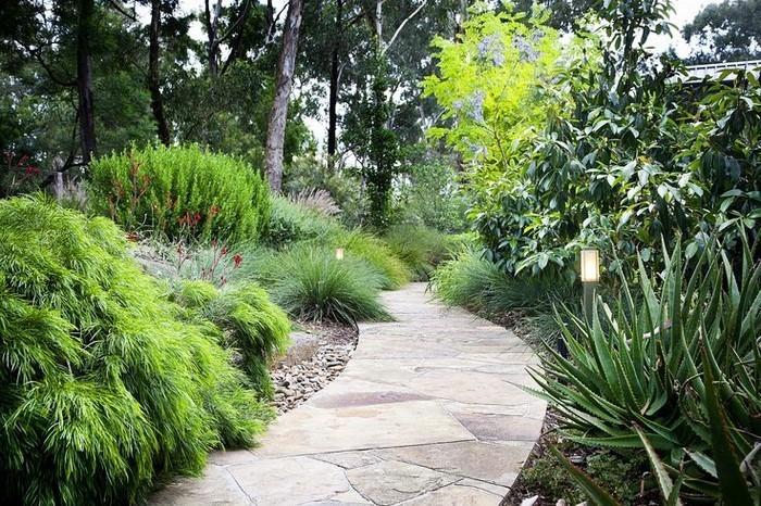 Gartenwege-gestalten-Eine-tolle-Deko