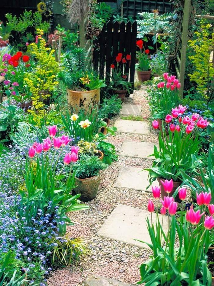 Gartenwege-gestalten-Eine-verblüffende-Gestaltung