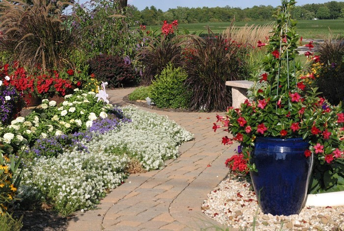 Gartenwege-gestalten-Eine-wunderschöne-Ausstrahlung