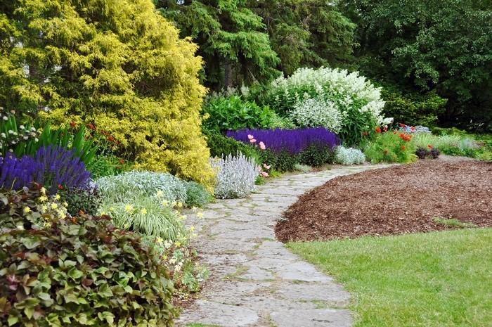 Gartenwege-gestalten-Eine-wunderschöne-Entscheidung