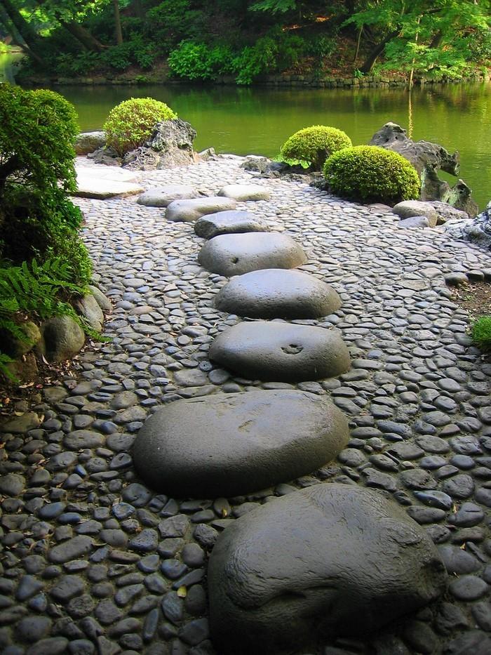 Gartenwege-gestalten-kreative-Entscheidung