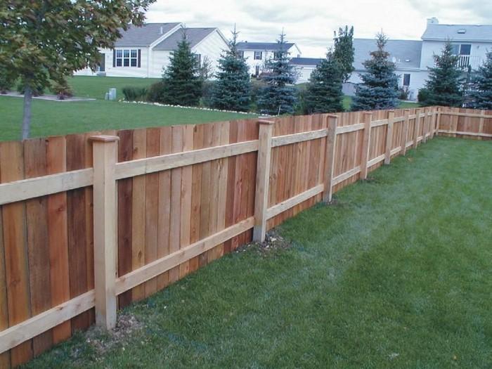 Gartenzaun-Sichtschutz-Eine-kreative-Dekoration