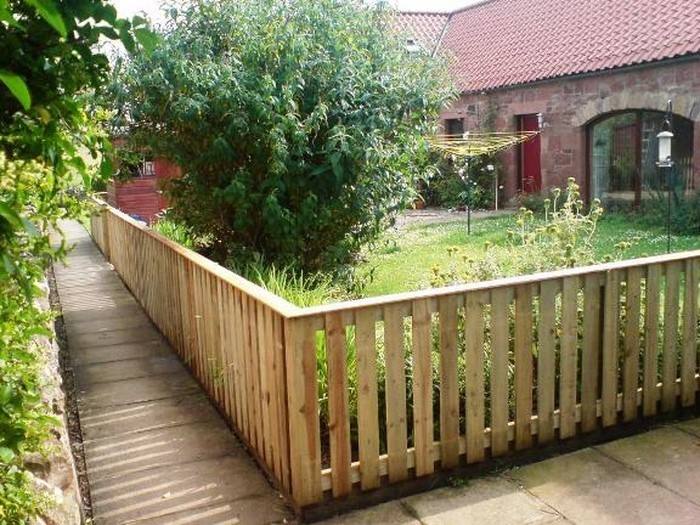 Gartenzaun-Sichtschutz-Eine-verblüffende-Deko