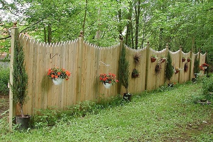 Gartenzaun-Sichtschutz-auffällige-Gestaltung