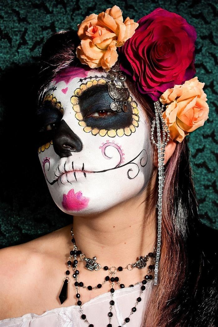Halloween-Schminke-Eine-auffällige-Ausstattung