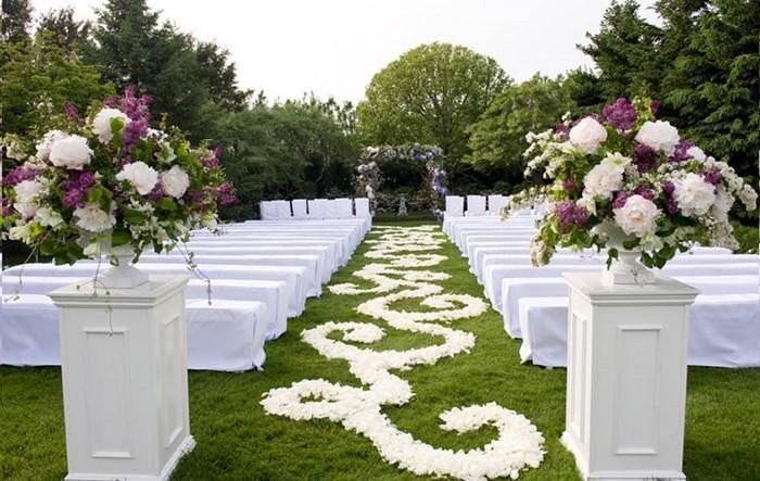 Heiraten-im-Garten-Ein-auffälliges-Exterieur